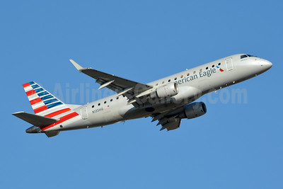 American Eagle Airlines (2nd)-Republic Airlines (2nd) Embraer ERJ 170-200LR (ERJ 175) N135HQ (msn 17000224) CLT (Jay Selman). Image: 403921.