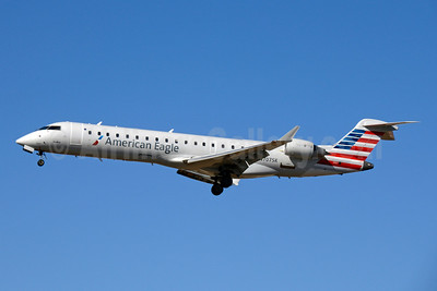American Eagle Airlines (2nd)-SkyWest Airlines Bombardier CRJ700 (CL-600-2C10) N707SK (msn 10003) LAX (Jay Selman). Image: 403794.