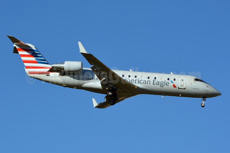 American Eagle-Air Wisconsin Bombardier CRJ200 (CL-600-2B19) N464AW (msn 7890) CLT (Jay Selman). Image: 402715.