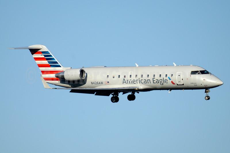 American Eagle-Air Wisconsin Bombardier CRJ200 (CL-600-2B19) N426AW (msn 7669) DCA (Jay Selman). Image: 403521.