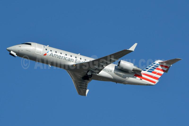 American Eagle-Air Wisconsin Bombardier CRJ200 (CL-600-2B19) N411ZW (msn 7569) PHL (Jay Selman). Image: 403052.