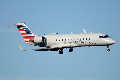 American Eagle-Air Wisconsin Bombardier CRJ200 (CL-600-2B19) N444ZW (msn 7788) DCA (Jay Selman). Image: 403522.