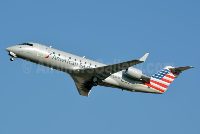 American Eagle-Air Wisconsin Bombardier CRJ200 (CL-600-2B19) N423AW (msn 7636) CLT (Jay Selman). Image: 403093.