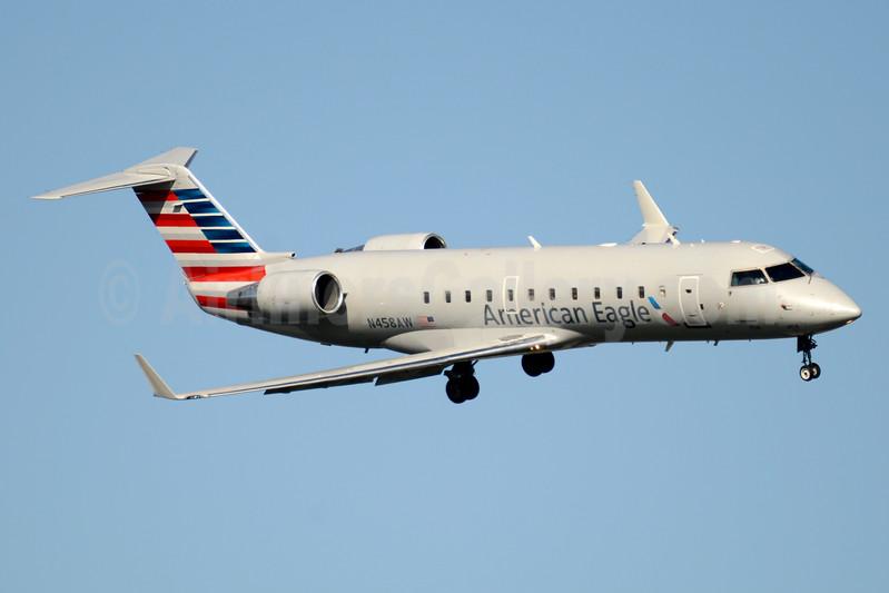American Eagle-Air Wisconsin Bombardier CRJ200 (CL-600-2B19) N458AW (msn 7861) DCA (Jay Selman). Image: 403525.