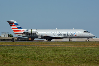American Eagle-Air Wisconsin Bombardier CRJ200 (CL-600-2B19) N417AW (msn 7610) CLT (Jay Selman). Image: 404072.