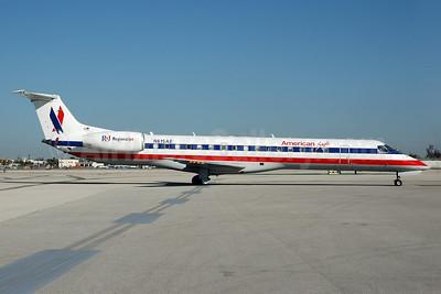 American Eagle Airlines (2nd) Embraer ERJ 145LR (EMB-145LR) N615AE (msn 145087) MIA (Bruce Drum). Image: 100718.