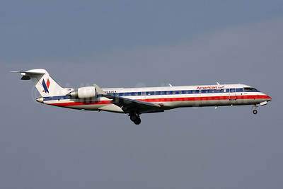 American Eagle Airlines (2nd) Bombardier CRJ700 (CL-600-2C10) N542EA (msn 10321) DCA (Brian McDonough). Image: 906660.