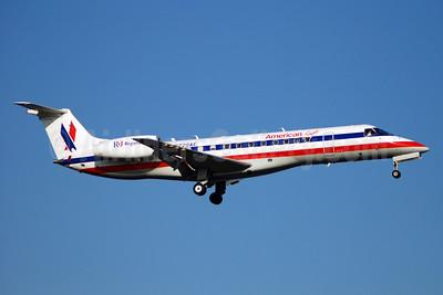 American Eagle Airlines (2nd) Embraer ERJ 135LR (EMB-135LR) N720AE (msn 145279) DCA (Bruce Drum). Image: 101884.