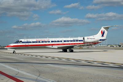 American Eagle Airlines (2nd) Embraer ERJ 140LR (EMB-135KL) N839AE (msn 145653) MIA (Bruce Drum). Image: 101886.