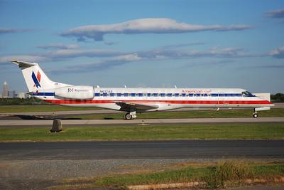 American Eagle Airlines (2nd) Embraer ERJ 145LR (EMB-145LR) N632AE (msn 145143) CLT (Bruce Drum). Image: 101695.
