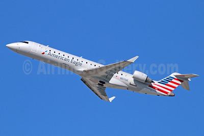 American Eagle (2nd)-Envoy Bombardier CRJ700 (CL-600-2C10) N517AE (msn 10124) LAX (Michael B. Ing). Image: 921332.
