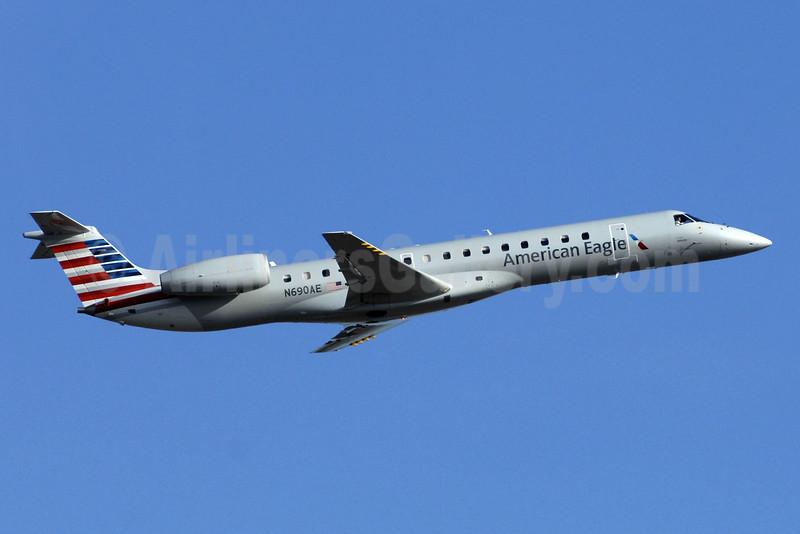 American Eagle (2nd)-Envoy Embraer ERJ 145LR (EMB-145LR) N690AE (msn 145858) YYZ (TMK Photography). Image: 928377.