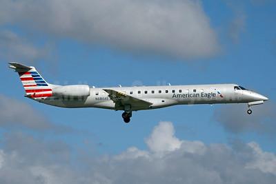 American Eagle (2nd)-Envoy Embraer ERJ 145LR (EMB-145LR) N686AE (msn 14500843) MIA (Jay Selman). Image: 403557.
