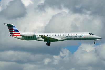 American Eagle (2nd)-Envoy Embraer ERJ 145LR (EMB-145LR) N681AE (msn 14500824) MIA (Jay Selman). Image: 403799.