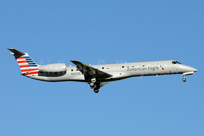 American Eagle (2nd)-Envoy Embraer ERJ 145LR (EMB-145LR) N657AE (msn 14500744) YYZ (Jay Selman). Image: 403361.