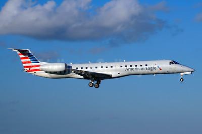 American Eagle (2nd)-Envoy Embraer ERJ 145LR (EMB-145LR) N694AE (msn 14500869) MIA (Jay Selman). Image: 403801.