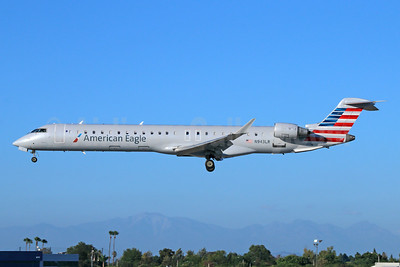 American Eagle Airlines (2nd)-Mesa Airlines Bombardier CRJ900 (CL-600-2D24) N943LR (msn 15068) LGB (Michael B. Ing). Image: 942051.
