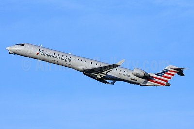 American Eagle Airlines (2nd)-Mesa Airlines Bombardier CRJ900 (CL-600-2D24) N942LR (msn 15042) LGB (Michael B. Ing). Image: 948473.