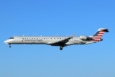 American Eagle Airlines (2nd)-Mesa Airlines Bombardier CRJ900 (CL-600-2D24) N950LR (msn 15119) LGB (Michael B. Ing). Image: 948474.