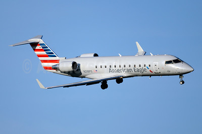 American Eagle (2nd)-PSA Airlines (2nd) Bombardier CRJ200 (CL-600-2B19) N218PS (msn 7885) DCA (Jay Selman). Image: 403748.