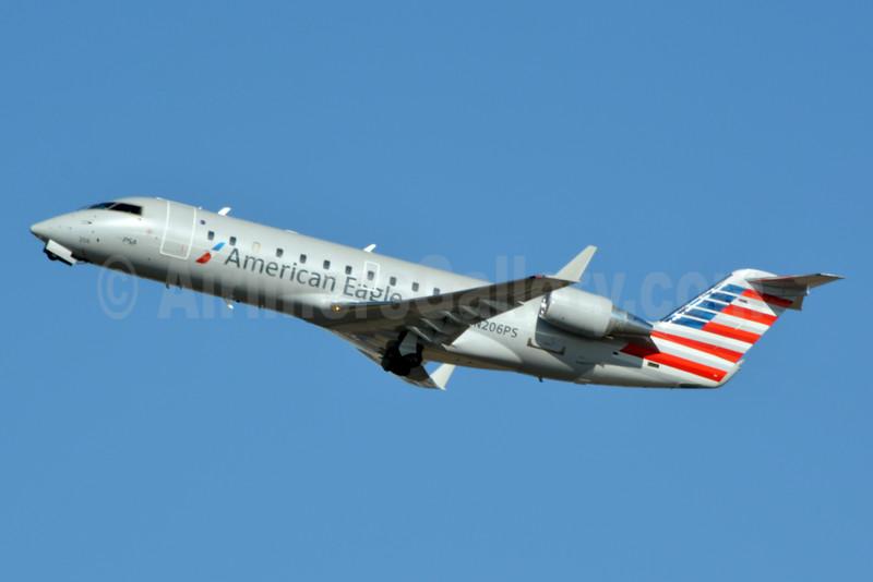American Eagle (2nd)-PSA Airlines (2nd) Bombardier CRJ200 (CL-600-2B19) N206PS (msn 7860) PHL (Jay Selman). Image: 402936.