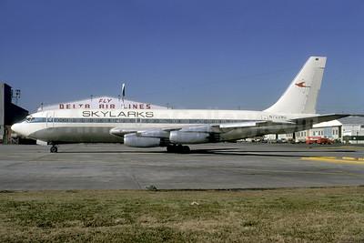 Skylarks (Atlanta Skylarks) Boeing 720-022 N7228U (msn 18081) ATL (Bruce Drum). Image: 104061.