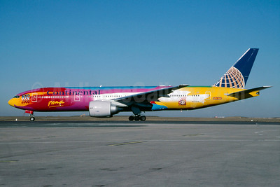 Continental Airlines Boeing 777-224 ER N77014 (msn 29862) (Peter Max NYC 2000) CDG (Christian Volpati). Image: 912269.