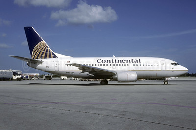 Continental Airlines Boeing 737-524 N17619 (msn 27332) MIA (Bruce Drum). Image: 104636.