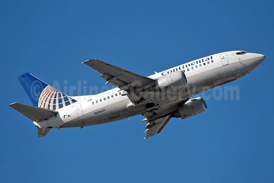 Continental Airlines Boeing 737-524 N62631 (msn 27535) MIA (Bruce Drum). Image: 102911.