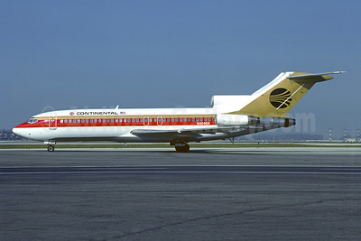 Continental Airlines Boeing 727-22 N40484 (msn 18791) MIA (Bruce Drum). Image: 105158.