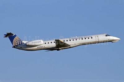 Continental Express-ExpressJet Airlines Embraer ERJ 145LR (EMB-145LR) N12967 (msn 145133) GSO (Jay Selman). Image: 400071.