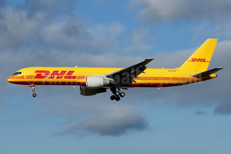 DHL-ATI-Air Transport International Boeing 757-2B6 (F) N557CM (msn 23687) BFI (James Helbock). Image: 930921.