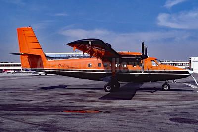 Danbury Airways de Havilland Canada DHC-6-100 N80701 (msn 112) LGA (Fred Freketic). Image: 953631.