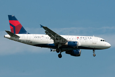 Delta Air Lines Airbus A319-114 N323NB (msn 1453) JFK (Fred Freketic). Image: 939960.