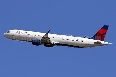 Delta Air Lines Airbus A321-211 WL N303DN (msn 7061) DCA (Brian McDonough). Image: 936883.