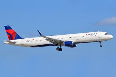 Delta Air Lines Airbus A321-211 WL N313DN (msn 7381) FLL (Bruce Drum). Image: 104458.
