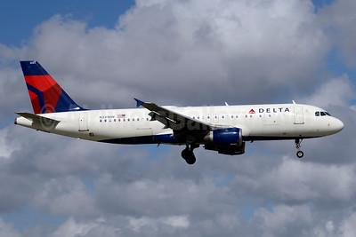Delta Air Lines Airbus A320-211 N341NW (msn 380) MIA (Jay Selman). Image: 403706.