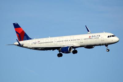 Delta Air Lines Airbus A321-211 WL N308DN (msn 7233) DCA (Jay Selman). Image: 403528.