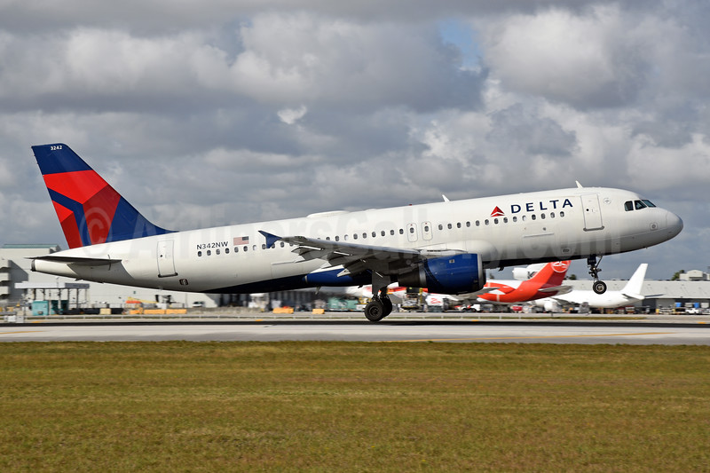 Delta Air Lines Airbus A320-211 N342NW (msn 381) MIA (Bruce Drum). Image: 104643.