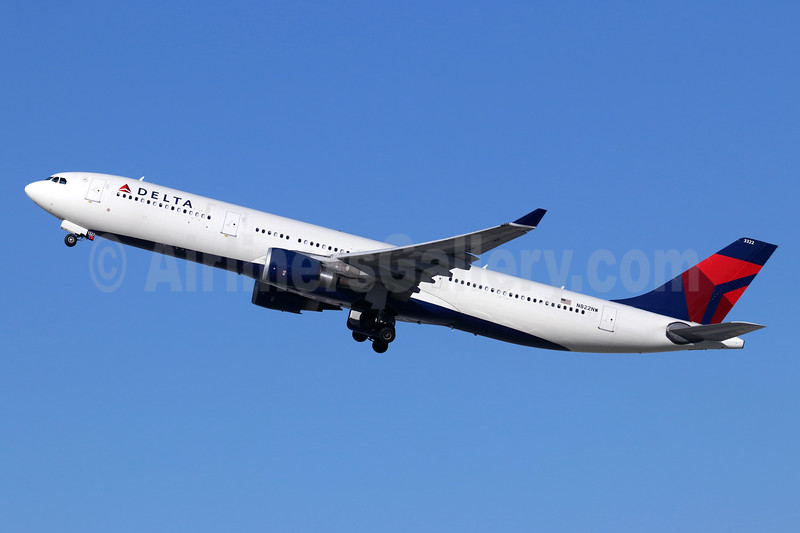 Delta Air Lines Airbus A330-302 N822NW (msn 1627) LAX (Michael B. Ing). Image: 946076.