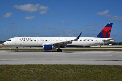 Delta Air Lines Airbus A321-211 WL N313DN (msn 7381) FLL (Bruce Drum). Image: 104459.