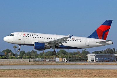 Delta Air Lines Airbus A319-114 N323NB (msn 1453) LGB (Michael B. Ing). Image: 913465.