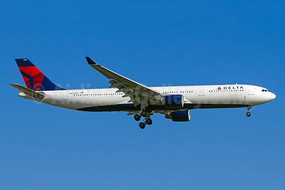 Delta Air Lines Airbus A330-323 N821NW (msn 865) GRU (Rodrigo Cozzato). Image: 941527.