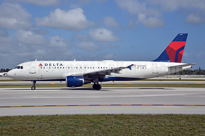 Delta Air Lines Airbus A320-211 N327NW (msn 297) FLL (Bruce Drum). Image: 104642.