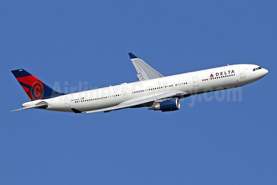 Delta Air Lines Airbus A330-302 N825NW (msn 1679) LHR (SPA). Image: 943937.