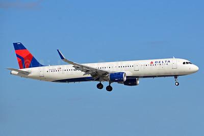 Delta Air Lines Airbus A321-211 WL N305DN (msn 7149) FLL (Bruce Drum). Image: 104452.