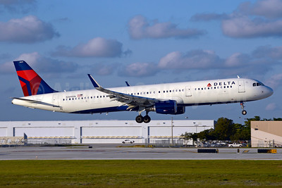 Delta Air Lines Airbus A321-211 WL N309DN (msn 7268) FLL (Jay Selman). Image: 403436.