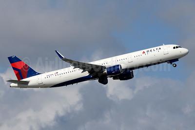 Delta Air Lines Airbus A321-211 WL N303DN (msn 7061) FLL (Jay Selman). Image: 403435.