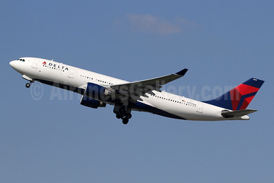 Delta Air Lines Airbus A330-223 N859NW (msn 722) LHR (SPA). Image: 945992.