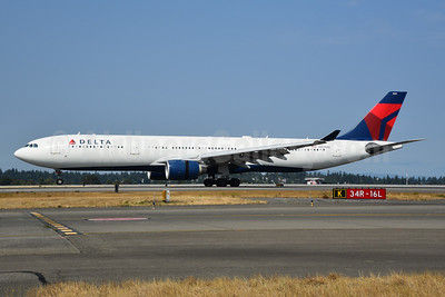 Delta Air Lines Airbus A330-323 N811NW (msn 690) SEA (Bruce Drum). Image: 104723.